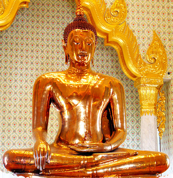 Golden_Buddha_statue_at_Wat_Traimit Bangkok