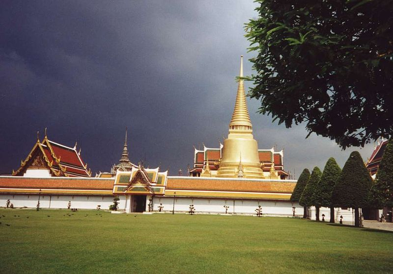 Bangkok Wat_Phra_Kaew_outside_view