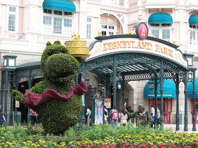 640px-Disneyland_Park_1,_Paris_14_June_2013