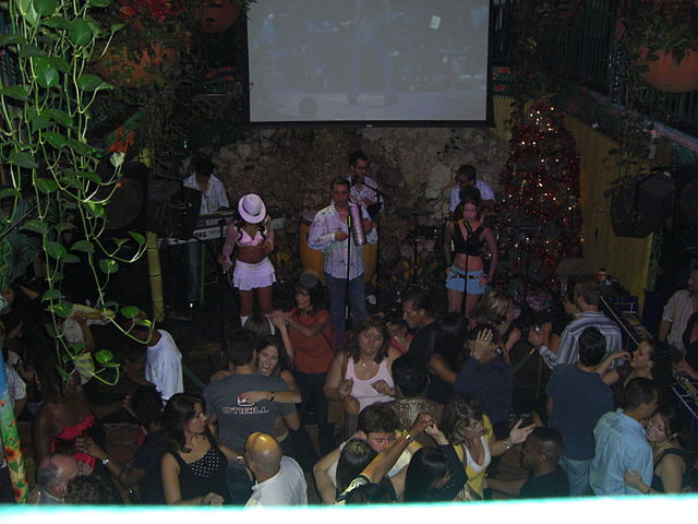 Mango's_Tropical_Café,_Miami,_Florida,_USA