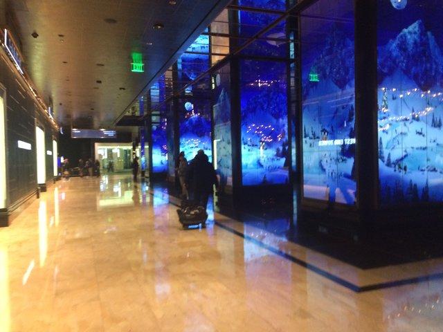 Vegas goos times, Cosmo entrance