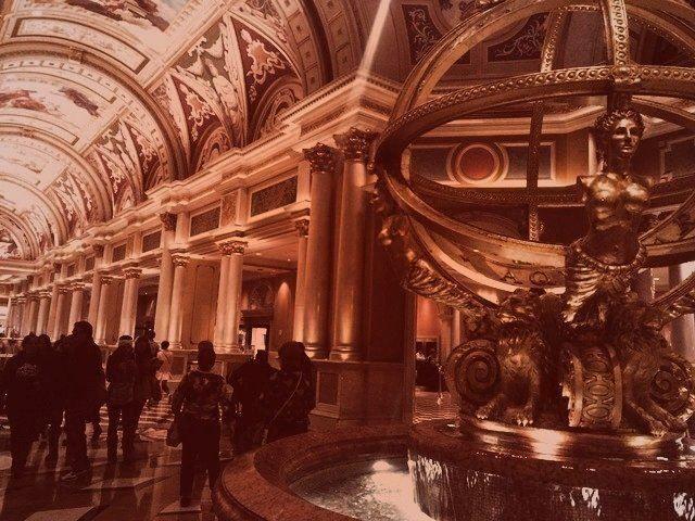 Vegas good times, Venetian sculpture