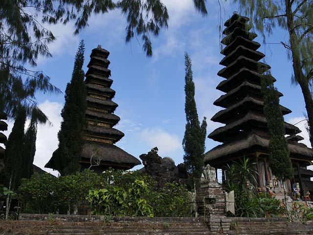 travellng with kids in bali - temples