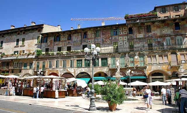 24 hours in Verona - Piazza Delle Erbe