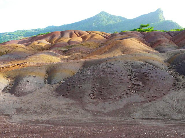 Natural attractions in Mauritius - coloured sands