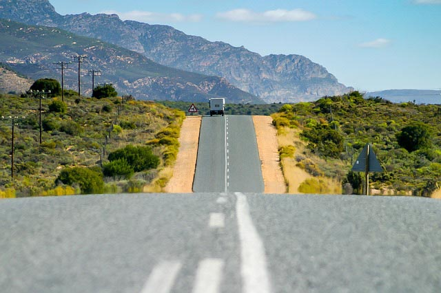 Essential travel tips for South Africa - road