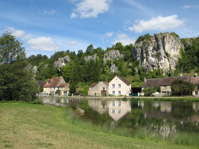 Exploring the French countryside by bike , Burgundy Wine Region