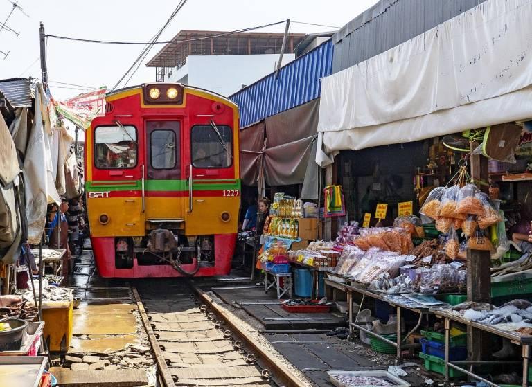 Talat-Rot-Fai-Srinakarin-Train-Market