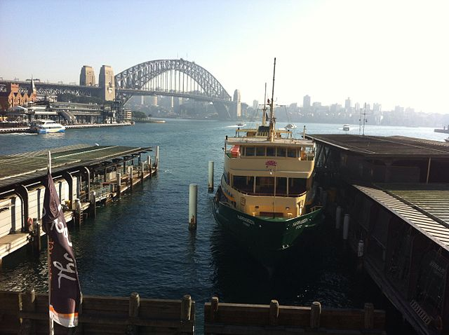 Manly_ferry_at_Circular_Quay